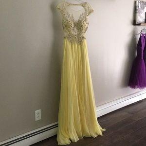 34bb132321 ... NWT Mac Duggal prom dress. SIZE-4.